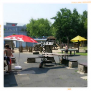 gruga-freibad-kinder-spielplatz-unscharf
