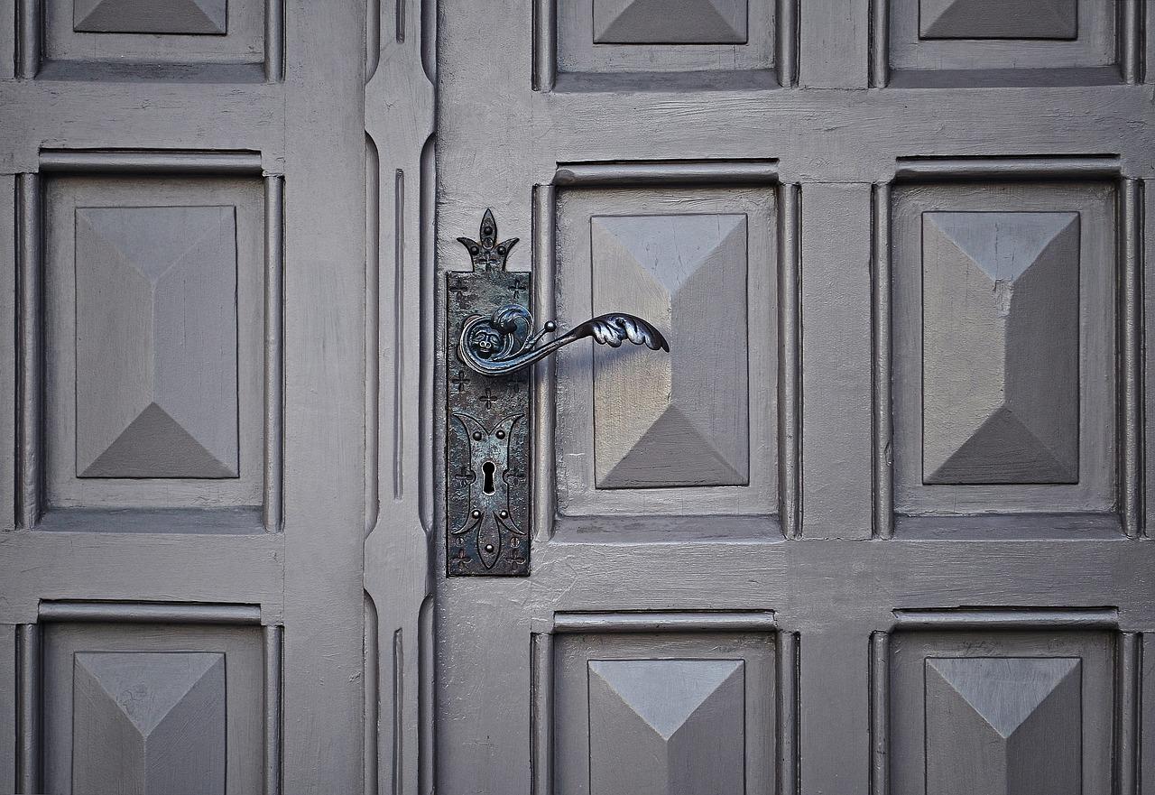 door-unsplash